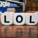 Was heißt LOL? – Chatsprache, Abkürzungen & Beispiele
